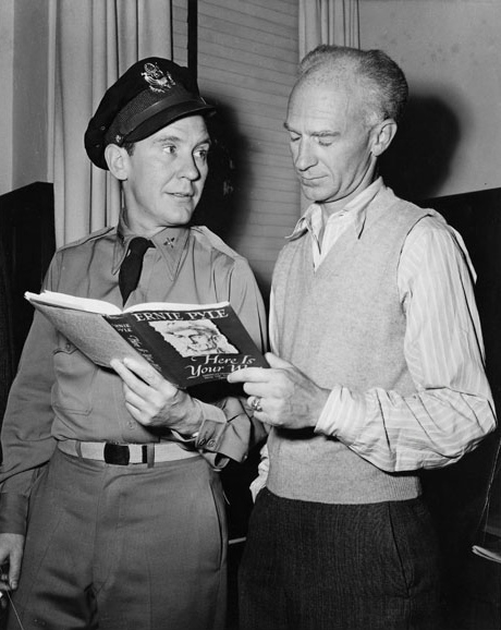 Ernie Pyle and Burgess Meredith on set