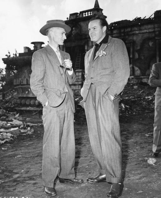 Ernie Pyle and Bob Hope on set of 'The Story of G.I. Joe""